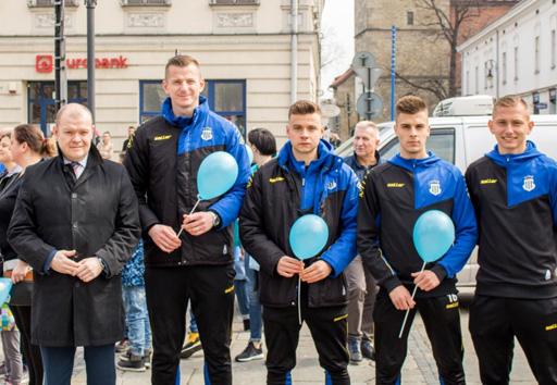 Piłkarze pamiętali o Dniu Autyzmu